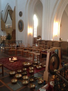 Klangoplevelser i kirkerummet. Oplev himmelske klange skabe samklang med dette vældige kirkerum.