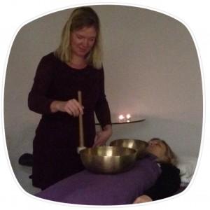 Klangmassør Anne Viese tilbyder klangmassage