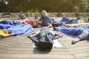 KLangbad og klangmeditation i cirkel med flere klangaktører