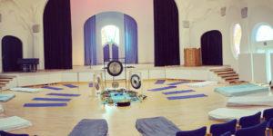 Klangbad klangoplevelse hos Audonicon i koncertsalen
