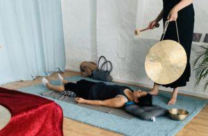 Klangbehandling med gongfrekvenser