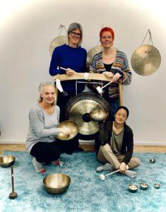 Fire kvindelige deltagere til klang-undervisning